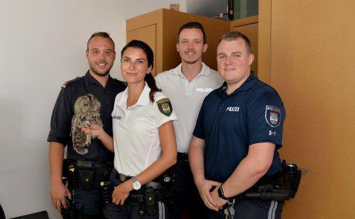 Die Beamten der Stadtpolizei Dornbirn mit dem Kauz, der den Tag leider nicht überlebte. Er musste eingeschläfert werden. Stadt Dornbirn