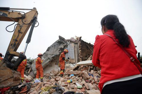 Die Behörden begannen umgehend mit Bergungs- und Rettungsarbeiten. Reuters