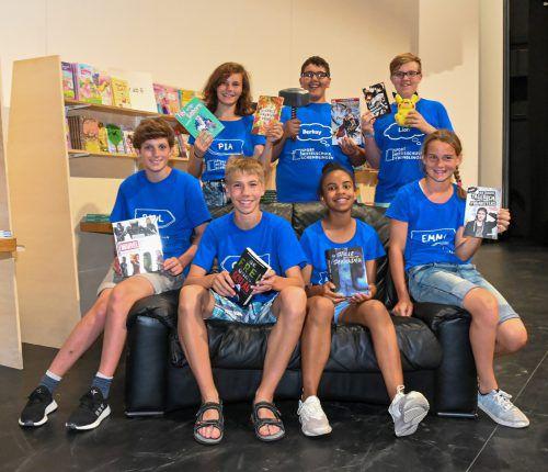 Die Bücherguides der Sportmittelschule Schendlingen stehen den Besuchern als Bücherexperten zur Verfügung. VN/Lerch