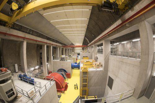 Die Dimension der riesigen Kraftwerkskaverne ist erst dann ersichtlich, wenn man die Menschen in der Bildmitte entdeckt. Dabei ist das Kraftwerk in der Silvretta von außen kaum mehr erkennbar. Vkw/Säly