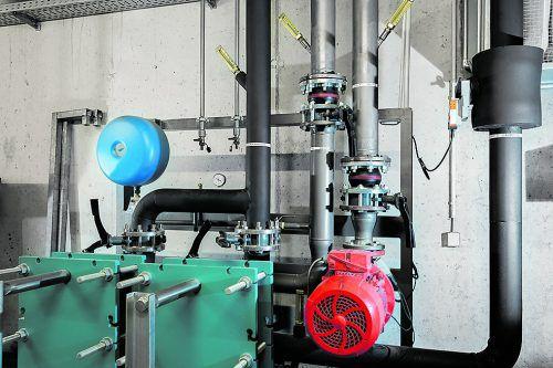 Die Energie für die Wärmepumpe stammt aus dem Wasserbehälter, der zunächst bis auf null Grad abgekühlt wird.Fotolia