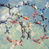 Spektakuläre Stunts am Himmel über dem Rheintal