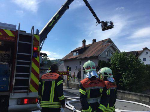 Die Feuerwehr verhinderte ein Ausbreiten des Brandes. vol.at/Rauch