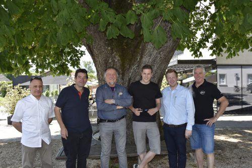 Die fünf Wirte Michele Aversa, Roland Vith, Helmut Biedermann, Dominic Mayer und Marcel Herburger mit OK-Mitglied Armin Wille (v.l.) Rankweil
