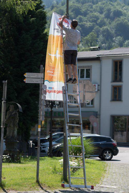 Die Gymnaestrada zeigt Flagge. Überall werden Fahnen aufgehängt.VN/Stiplovsek