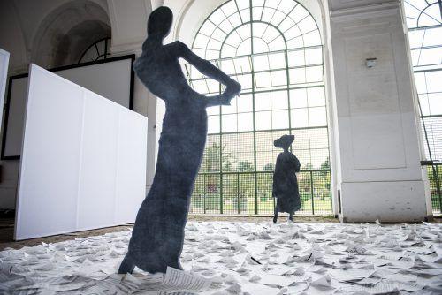 Die neue Ausstellung im Bildraum Bodensee zeigt die Frauen hinter der Musik, hebt musikalische Schätze und macht individuelle Strategien sichtbar. ???