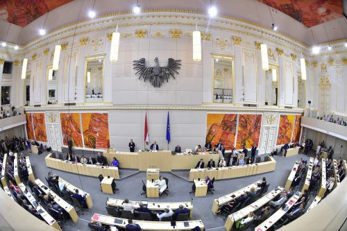 Die neue Bundesregierung hat sich am Mittwoch den Nationalratsabgeordneten vorgestellt. Unter den Mandataren beginnt nun das freie Spiel der Kräfte. APA