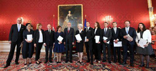 Die österreichsiche Übergangsregierung bei ihrer Angelobung in der Präsidentschaftskanzlei am 3. Juni 2019.APA