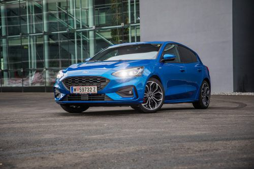Die optische Attacke: Der Ford Focus kommt in der Neuauflage geduckter und somit auch sportlich-dynamischer daher.VN/Steurer
