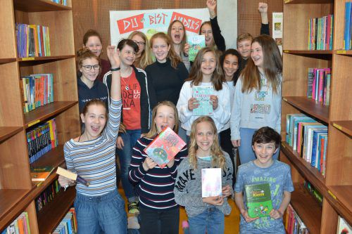 Die Selektaner wählen aus aktuellen Verlagsprogrammen Bücher für die Schulbibliothek aus und freuen sich schon auf die Kinder- und Jugendbuchmesse Buch am Bach.