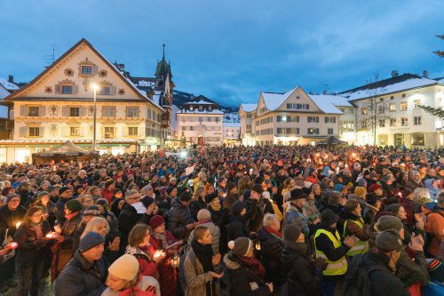 Die Sonntagsdemonstrationen in Vorarlberg begannen nach einem Abschiebeversuch in Sulzberg und einer Abschiebung in Lustenau. VN/Stiplovsek