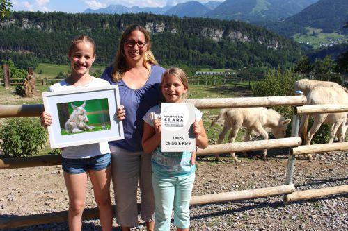 Die stolze neue Patenfamilie Karin mit Töchtern Laura und Chiara. Nekrepp