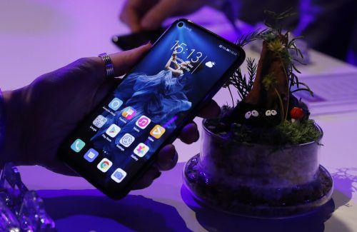 Die US-Maßnahmen gegen Huawei wirken sich bereits nachteilig auf dessen Smartphone-Absatz aus. AP