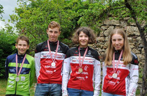 Die vier Vorarlberger ÖM-Medaillengewinner (v. l.): Maximilian Heule, Kilian Feurstein, Nora Fischer und Lisa Feurstein.Privat