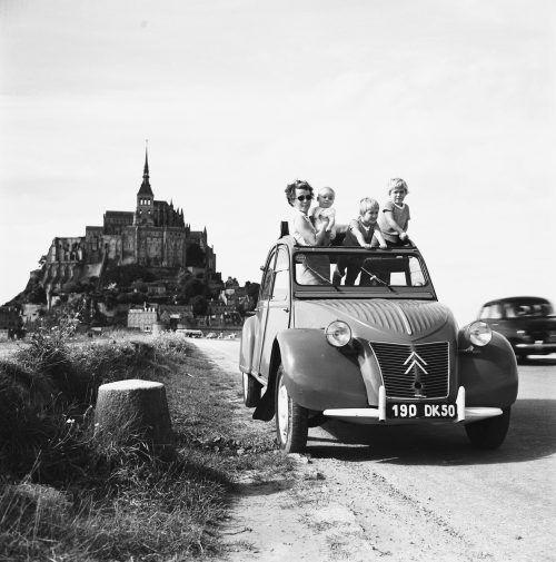 """Ein Auto fürs Volk: Mit der """"Ente"""" (2CV) brachte Citroën ein preiswertes Fahrzeug für die Masse.werk"""