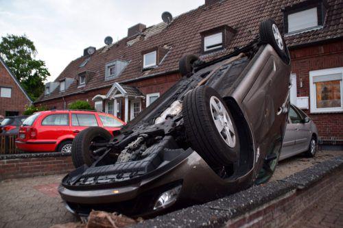 Ein Auto wurde zehn Meter weit durch die Luft geschleudert. Reuters