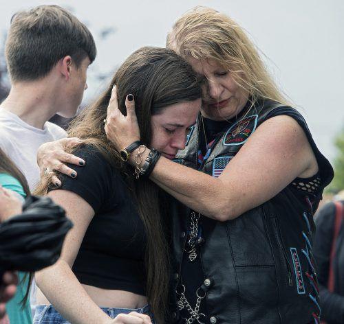 Ein Mann hat zwölf Menschen erschossen, mehrere Personen wurden verletzt. AP