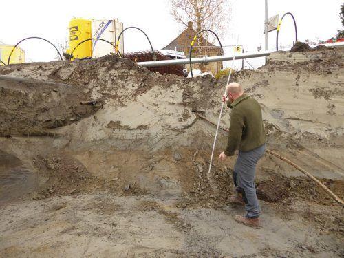 Ein Mitarbeiter der Firma Talpa bei der archäologischen Untersuchung der Baugrube. Talpa