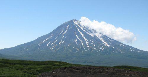 Ein Vulkan auf der Pazifik-Halbinsel Kamtschatka galt lange als erloschen. Doch seit einiger Zeit ist er wieder aktiv.