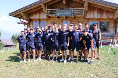 Eine Wanderung mit Fans zur Rufana-Alp bildete den Auftakt des Trainingslagers des heimischen Bundesligaklubs Cashpoint SCR Altach.Lutz