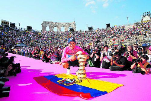Endstation Arena von Verona: Richard Carapaz, eigentlich als Helfer von Mikel Landa vorgesehen, triumphierte beim Giro. apa