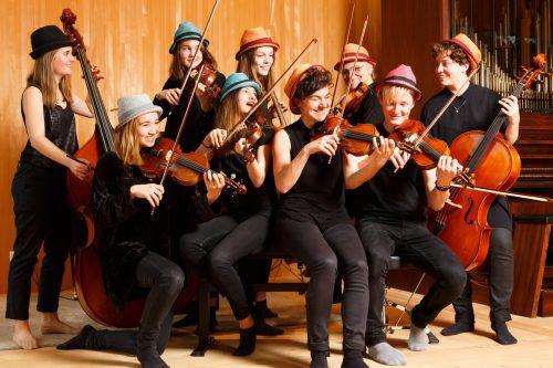 Evelyn Fink Mennel (3. v. r.) und Messis Cellogruppe. Cernenschek