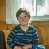 Der kleine Pio darf nun doch zu Hause in Vandans die Ferienbetreuung genießen. A5