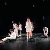 Hochpolitisches Aktionstheater-Stück