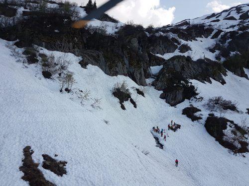 Auf diesem Schneefeld im Kleinwalsertal kam es Anfang Juni zu einem tödlichen Alpinunfall mit zwei Opfern. Bergrettung Mittelberg Hirschegg