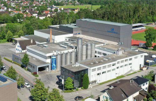 Produktionsleiter Johannes Wehinger, GF Raimund Wachter, Obmann Reinhard Summer und Stv. Reinhard Hofer freuen sich auf die Eröffnung des Neubaus. VMilch