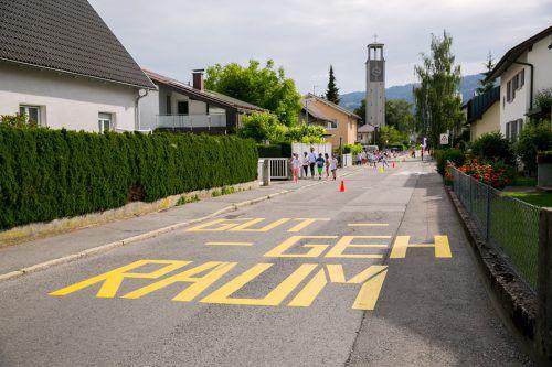 Gut-Geh-Raum vor der Schule Schendlingen. STB