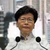 Demonstranten fordern Rücktritt von Hongkongs Regierungschefin
