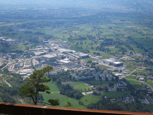 Im Betriebsgebiet Wallenmahd betreibt die Firma Blum zwei Werke. Die Stadt will weitere Betriebe ansiedeln. Stadt