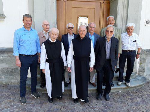 Im Bild (Reihe vorne von links): Direktor Mag. Christian Kusche, P. Karl Peter, Alt-Abt P. Kassian Lauterer und Dr. Konrad Steurer. In der Reihe hinten stehen (von links) Arnold Pöll, Dr. Kurt Ender, Dr. Gerold Breuß, DI Egon Fitz und Ing. Klaus Wilhelm.