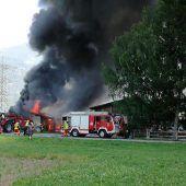Wirtschaftsgebäude in Brand