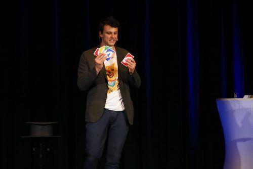 Joshua Endress verblüffte das Publikum in Götzis mit seinen Zaubertricks.Uysal