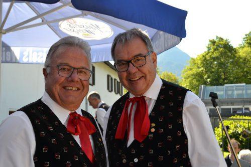 Kapellmeister Werner Spagolla und Obmann Günter Tschenett von der Bauernkapelle der Stadtmusik.
