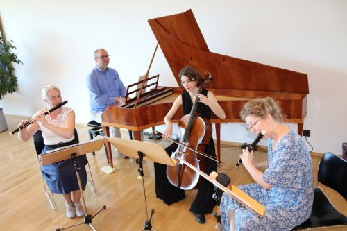 Klassische Musikstücke mit klassischen Instrumenten interpretiert.wam