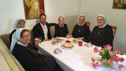 Matthias Strolz verbrachte zwei Tage bei den Barmherzigen Schwestern in Zams, um das Klosterleben kennenzulernen. PULS 4