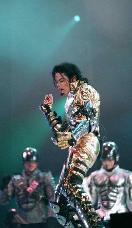 Michael Jackson steht bis heute für grandiose Bühnenshows: Hier bei einem Auftritt in Tallinn/Estland im August 1997.