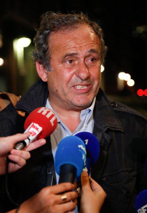 Michel Platini wirkte nach dem stundenlangen Polizeiverhör abgekämpft. ap