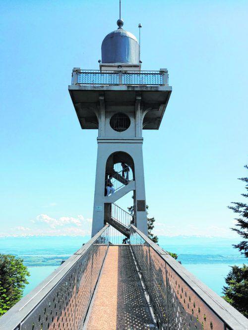 Mit dem Funicular de Chaumont zum Aussichtsturm mitwunderbarem Blick über das Drei-Seen-Land. Edith Rhomberg (4)