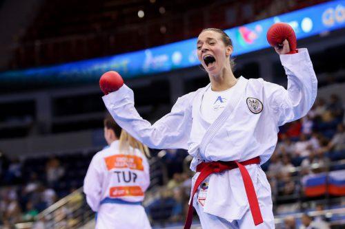 Mit einem schnellen Punkt setzte Bettina Plank (links) ihre Finalgegnerin aus der Türkei früh unter Druck und durfte sich über den Gewinn der Goldmedaille bei den Europaspielen in Minsk freuen. GEPA