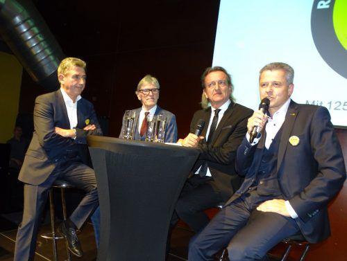 Moderator Markus Linder (2.v.r.) mit den Festrednern Dr. Dieter Klien, KR Wilfried Hopfner und Dir. Klaus Scheichl (v.l.). tf