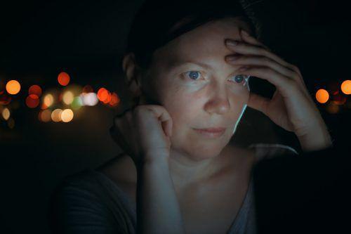 Morgenmenschen mit Nachtarbeit kann unter Umständen neben Müdigkeit noch weiteres gesundheitliches Ungemach blühen.fotolia