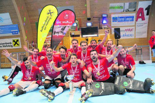 Nach dem Triumph in der Schweizer Nati B und dem Aufstieg in die Eliteliga sicherte sich der Raiffeisen RHC Wolfurt zur Krönung einer überragenden Saison den Titel in der Rollhockey-Bundesliga. Verein/Hagspiel