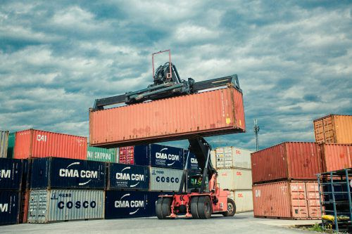 Österreichs Firmen konnten im ersten Quartal die Exporte steigern. VN/Steurer