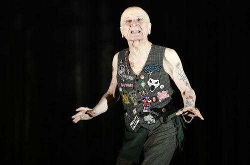 "Peter Matic (hier in ""Liebesgeschichten"" am Burgtheater) ist 82-jährig gestorben. apa"