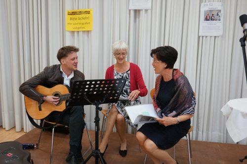 Philipp Lingg, Birgit Rietzler und Astrid Marte in Aktion. Bibliothek Satteins