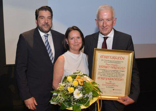 Präsident Harald Köhlmeier mit Wilfried Berchtold und dessen Gattin Sabine.